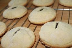 Baking it on My Own: Old Fashioned Date Filled Cookies (old fashioned sweets recipes) Cookie Desserts, Just Desserts, Cookie Recipes, Delicious Desserts, Dessert Recipes, Cookie Bars, Dessert Ideas, Fig Recipes, Donut Recipes