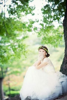 All brides dream of having the ideal wedding, however for this they require the best bridal wear, with the bridesmaid's dresses actually complimenting the brides dress. Here are a variety of suggestions on wedding dresses. Sister Wedding, Hawaii Wedding, Wedding Day, Wedding Dress Cake, White Wedding Dresses, Wedding Looks, Perfect Wedding, Wedding Styles, Wedding Photos