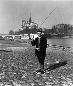 in noir & blanc ~Robert Doisneau ~ Paris: River Seine, 1951 Henri Cartier Bresson, Robert Doisneau Photos, Old Photos, Vintage Photos, Pont Paris, Jean Marie, French Photographers, Merman, Paris Photos