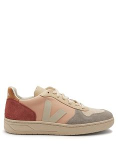 low-top leather trainers by Veja Pink Leather, Smooth Leather, Veja Trainers, Pink Suede Heels, Veja V 10, Baskets En Cuir, Athletic Shoes, Tennis, La Mode