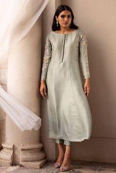 New Designer Dresses, Indian Designer Suits, Designer Wear, Stylish Dress Designs, Stylish Dresses, Fancy Kurti, Indian Bridal Outfits, Saree Trends, Dress Indian Style
