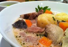 Szarvasraguleves Gazpacho, Pot Roast, Food And Drink, Yummy Food, Meals, Dishes, Ethnic Recipes, Desk, Euro