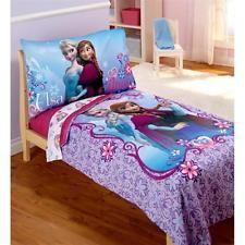 tiana bedroom set - Google Search Bedroom Themes, Kids Bedroom, Bedroom Ideas, Disney Princess Room, Teen Bedding, Anna Frozen, Disney Girls, Comforters, Pillow Cases