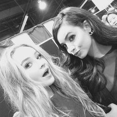 http://images.twistmagazine.com/uploads/photos/file/108871/sabrina-carpenter-sofia-carson-selfie.jpg?crop=top&fit=clip&h=500&w=698