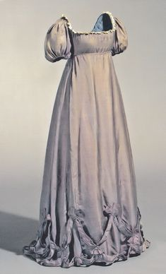 Maternity gown, circa worn by Duchess Louise of Mecklenburg-Strelitz, wife of Frederick William III, King of Prussia, during one of her many pregnancies. - I'd wear this as a maternity gown. 1800s Fashion, 19th Century Fashion, Vintage Fashion, Emo Fashion, Victorian Fashion, Vintage Gowns, Mode Vintage, Vintage Outfits, Vintage Hats