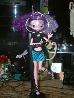 My Ari Novi is now a MH! - Ki, a Feline alien,. Lol, she was just too adorable with a tail and her strypes so I kept her as the MH cat! Novi Stars, Monster High Dolls, Custom Dolls, Ball Jointed Dolls, Bjd, Barbie Style, Cats, Addiction, Anime
