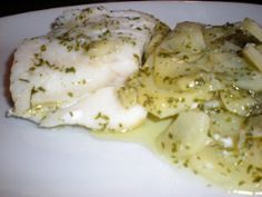 Bacalao con patatas al microondas Camembert Cheese, Chicken, Meat, Cooking, Tortilla, Food, Easy Recipes, Plate, Food Cakes