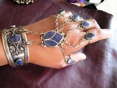 love these bracelets/rings pieces(this is Lapis I believe), we should be making more of them!