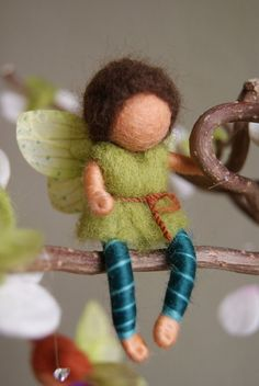 Little Fairies Spring Mobile felted waldorf von naturechild. I think it's available on Etsy, but I just think it's cute!