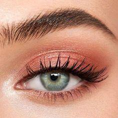 #Maquiagemleve Peach Eye Makeup, Pink Eye Makeup Looks, Light Makeup Looks, Eye Makeup Art, Makeup For Green Eyes, Pink Makeup, Eyeshadow Makeup, Soft Eye Makeup, Easy Makeup Looks