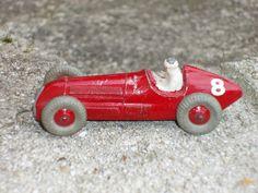 Une Dinky Toys ENGLAND ALFA ROMEO TYPE 159 REF 23F ou 232
