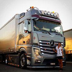 Trucks And Girls, Car Girls, Mb Truck, Customised Trucks, Mercedes Benz Trucks, Batman Wallpaper, Truck Design, Semi Trucks, Cars And Motorcycles