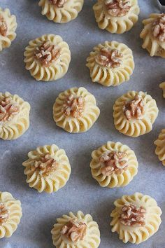 Mit einer veganen Butter Alternative ist das Rezept vegan!  Délices d'Orient: Kleine Köstlichkeiten mit Nüssen
