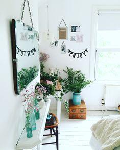 fun, bright bedroom with plants ähnliche tolle Projekte und Ideen wie im Bild vorgestellt findest du auch in unserem Magazin . Wir freuen uns auf deinen Besuch. Liebe Grüß