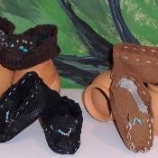 Indian Moccasins for Dolls - via @Craftsy