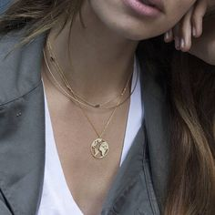 World map medal necklace - This world map-shaped medal necklace is made of gold plated 18k .925 sterling silver. With the earth shape, this necklace is perfect to wear it everyday and wear it with other necklaces. For the girls who love to travel around the world, wear it and remember