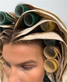 Rollers are Your New Best Friend for Balayage - Hair Color - Modern Salon Black Hair With Highlights, Hair Highlights, Color Highlights, Dark Hair, Brown Blonde Hair, Blonde Honey, Medium Blonde, Honey Hair, Balayage Technique