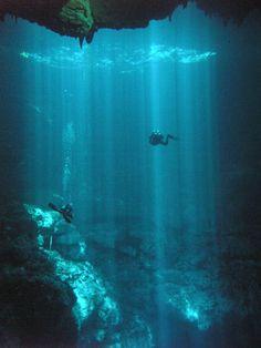 Quiero ir a bucear en México porque el agua es tan clara, así que puedes ver todo bajo el agua. Espero que pueda ir buceo esta primavera en México.