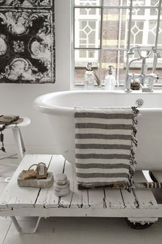★ bath tub on a pallet in bathroom all white hammam towel romantic shabby classic beautiful
