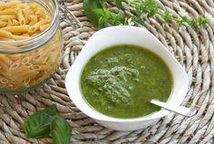 Si tienes una planta de albahaca en casa, o la oportunidad de conseguirla fresca, no dejes de hacer esta estupenda salsa pesto. ¡Está buenísima!