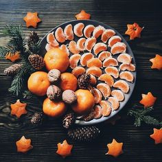 Christmas oranges and walnuts holiday photo inspiration. Present Christmas, Christmas Mood, Noel Christmas, Christmas And New Year, Christmas Oranges, Christmas Flatlay, Christmas Cards, Winter Girl, Christmas Aesthetic
