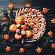 Christmas oranges and walnuts holiday photo inspiration. Present Christmas, Christmas Mood, Noel Christmas, Christmas And New Year, Christmas Oranges, Christmas Flatlay, Christmas Cards, Autumn Aesthetic, Christmas Aesthetic