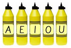 vokaalit kuin liimaa sanoissa Hot Sauce Bottles