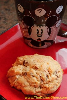 The Disney Diner: Minnie's Bake Shop Chocolate Chip Supreme Cookies Recipe