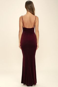 You don't need magical powers to cast a spell on that special someone, just slip into the Sorceress Burgundy Velvet Maxi Dress! Soft and stretchy velvet is absolutely enchanting across skinny straps, a draping neckline, and a figure flaunting maxi skirt with a mermaid hem.