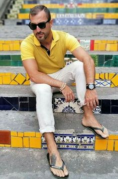 Mode Masculine, Scruffy Men, Mens Flip Flops, Flip Flop Sandals, Men's Sandals, Man Bun, Male Feet, White Pants, Men Looks