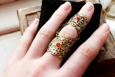 Vampire Armour Royal Knuckle Rings Victorian by ArmaMedusa Goth Jewelry, Fantasy Jewelry, Armor Ring, Spark Up, Knuckle Rings, Medusa, Steampunk, Victorian, Chain