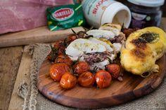 Petto+di+pollo+farcito+con+capperi,+prosciutto+cotto+e+radicchio+rosso+con+pomodorini+confit
