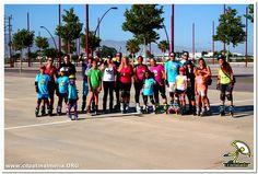 Grupo patinadores tras practicar freno con taco, giros y patinaje básico antes de la rutaa!  www.cdpatinalmeria.org