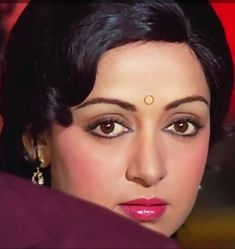 Most Beautiful Bollywood Actress, Beautiful Indian Actress, Bollywood Cinema, Bollywood Stars, Hema Malini, Portrait Sketches, Minerals And Gemstones, Pretty Face, Indian Beauty
