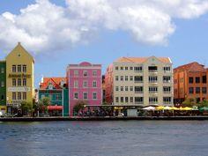 De spookverhalen zijn bekend: het is crimineel op het paradijselijke #Curaçao. Hoe zit het echt en is de (on) veiligheid op Curaçao je vakantie wel waard?