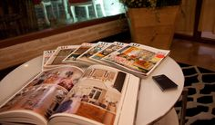 Detalle mesa decoración patrocinio cata de vino Cadena Ser