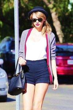 Taylor Swift shows off her long legs as she heads to lunch on Melrose Avenue in Los Angeles on Thursday afternoon (January Taylor Swift Casual, Estilo Taylor Swift, Taylor Swift Style, Taylor Swift Pictures, Taylor Alison Swift, Celebridades Fashion, Girly, Thing 1, Queen