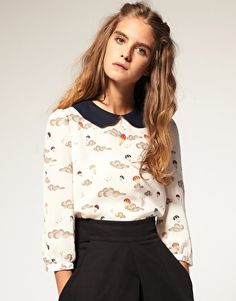 tiny balloon print, peter pan collar, buttons up the back.  yes, please.