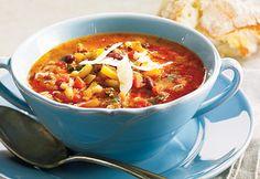 #Soupe-repas aux #légumes, au #boeuf et à la #saucisse Confort Food, Entrees, Chili, Food And Drink, Healthy Recipes, Healthy Food, Eat, Cooking, Ajouter