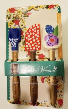 pioneer woman spring bouquet 3 piece mini spatula set ~ only one on The Pioneer Woman, Pioneer Woman Dishes, Pioneer Woman Kitchen, Pioneer Woman Recipes, Pioneer Women, Kitchen Gifts, Kitchen Ideas, Kitchen Modern, Kitchen Products