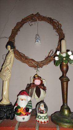camino natalizio con ghirlanda di vite e angioletto in fatto tutto fatto da me