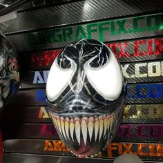 Custom painted cookie G3 skydiving helmet with the Venom theme by airgraffix.com #skydiving #cookiehelmets #venominfreefall #spidermanhelmet #venomhelmet #cookieg3