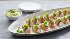 Curtis Stone shows us how to make cucumber wrapped king crab with avocado emulsion Avocado Recipes, Fish Recipes, Seafood Recipes, Asian Recipes, Best Appetizers, Appetizer Recipes, Pork Sliders, Appetisers, Fish Dishes