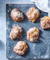 Yön yli -ruissämpylät Outi Väisäsen tapaan | Maku Baked Potato, Nom Nom, Muffin, Potatoes, Baking, Breakfast, Ethnic Recipes, Food, Morning Coffee