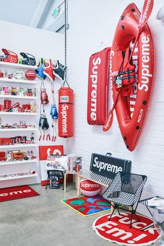 Supreme Accessories, Room Accessories, Hypebeast Room, Supreme Hypebeast, Supreme Clothing, Shoe Room, Home Room Design, Room Setup, Man Room