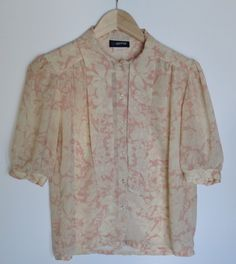6f9acc2f0c7 Beautiful pale pink floral print vintage 80s top. Vintage clothing. 80s  fashion. Vintage