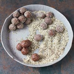 Jamie Oliver and his nutrition team have worked hard to create this super-nutritious energy balls recipe. Packed with dates, cocoa and pumpkin seeds, they're the perfect afternoon snack. Fruit Recipes, Snack Recipes, Healthy Recipes, Dessert Recipes, Cooking Recipes, Everyday Superfood, Cocoa, Little Lunch, Energy Snacks