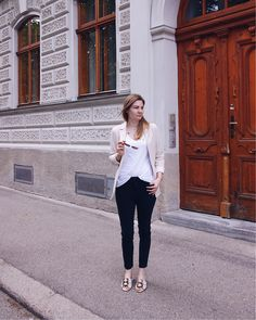 Black jeans, white shirt and blazer Look Daisies, Black Jeans, Normcore, Glitter, Blazer, Shirts, Style, Fashion, Swag