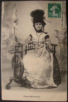 FEMME MACONNAISE FILEUSE AU ROUET VIEUX METIERS ECRIE VOYAGE 1909