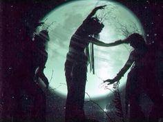 Luna Llena: 15•16 de Enero 2014   Dejen que la única luna llena en Cáncer de este año emita un resplandor hacia su yo emocional y fortalezca su intuición y receptividad. Nutrición y cuidado de sí mismos deben ser su enfoque bajo esta Luna de invierno. Esta Luna puede abrir las vías acuosas que conducen al corazón y al centro íntimo del ser.
